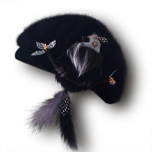 画像1: 尻尾はピアスに!もふもふ鳥ベレー(ブラック) (1)